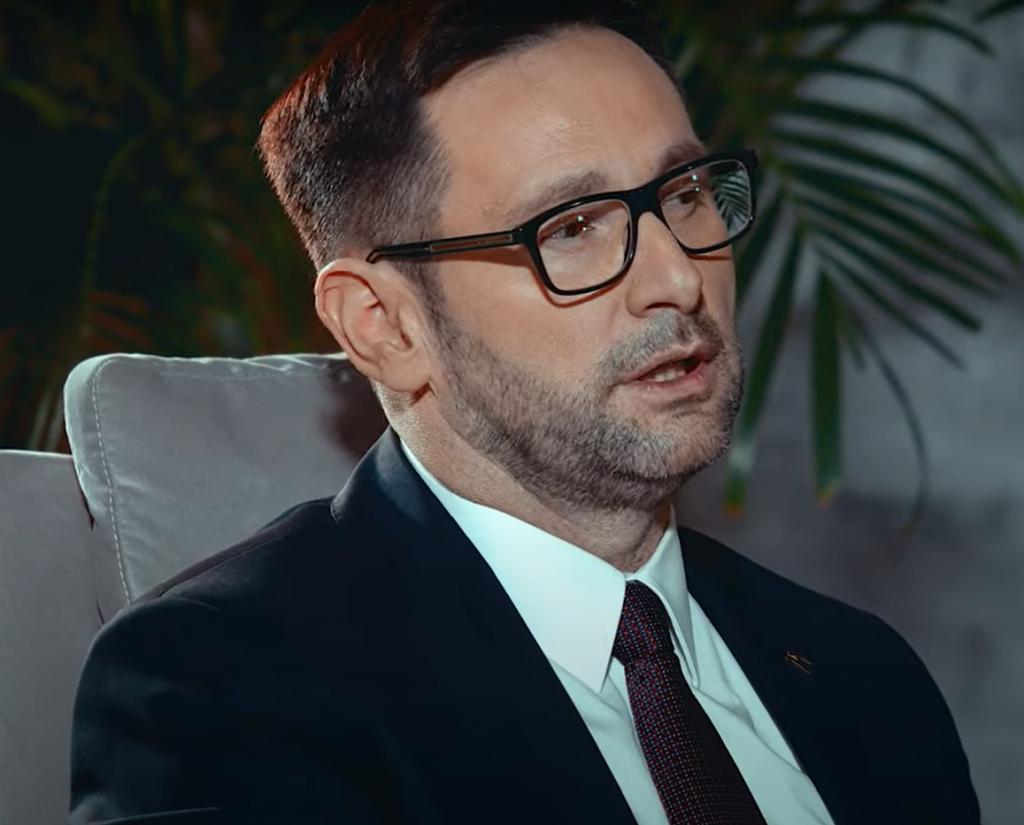 """Daniel Obajtek to nowy """"Człowiek Wolności 2020"""", prezes PKN Orlen zdobył nagrodę w plebiscycie tygodnika """"Sieci"""". Na gali był prezes PiS."""